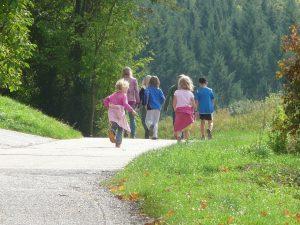 enfants promenade nature